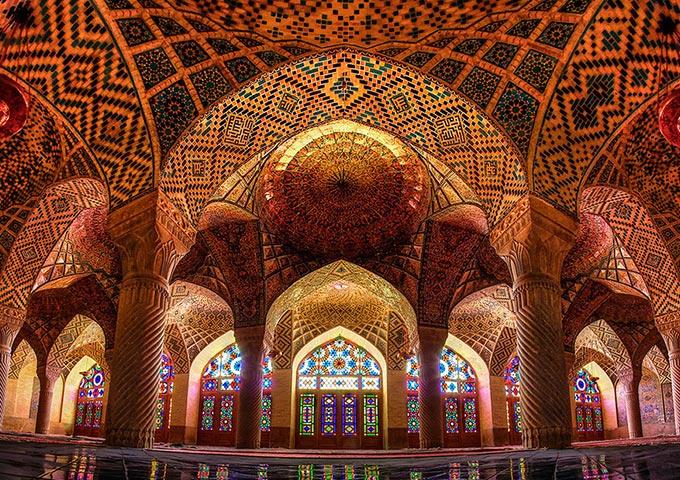 Vé máy bay khuyến mãi đi Iran tham quan Nhà Thờ Hồi Giáo Nasir, Shiraz