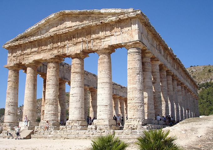 Vé máy bay khuyến mãi đi Sicily tham quan Ngôi đền ở Segesta