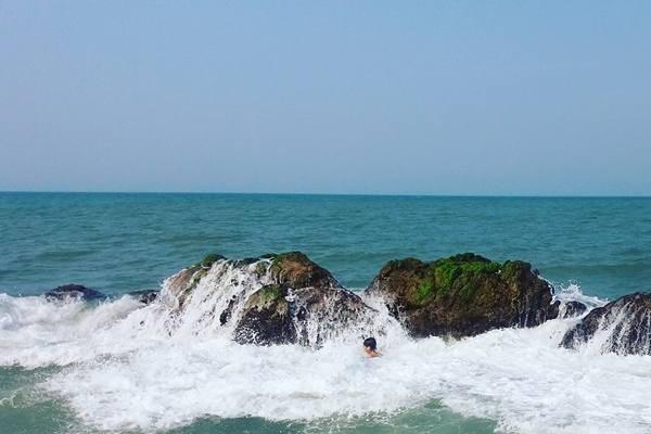 Bãi biển Hàm Rồng