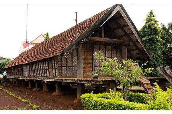 Kiến trúc nhà dài đặc trưng ở buôn Ako-Dhong