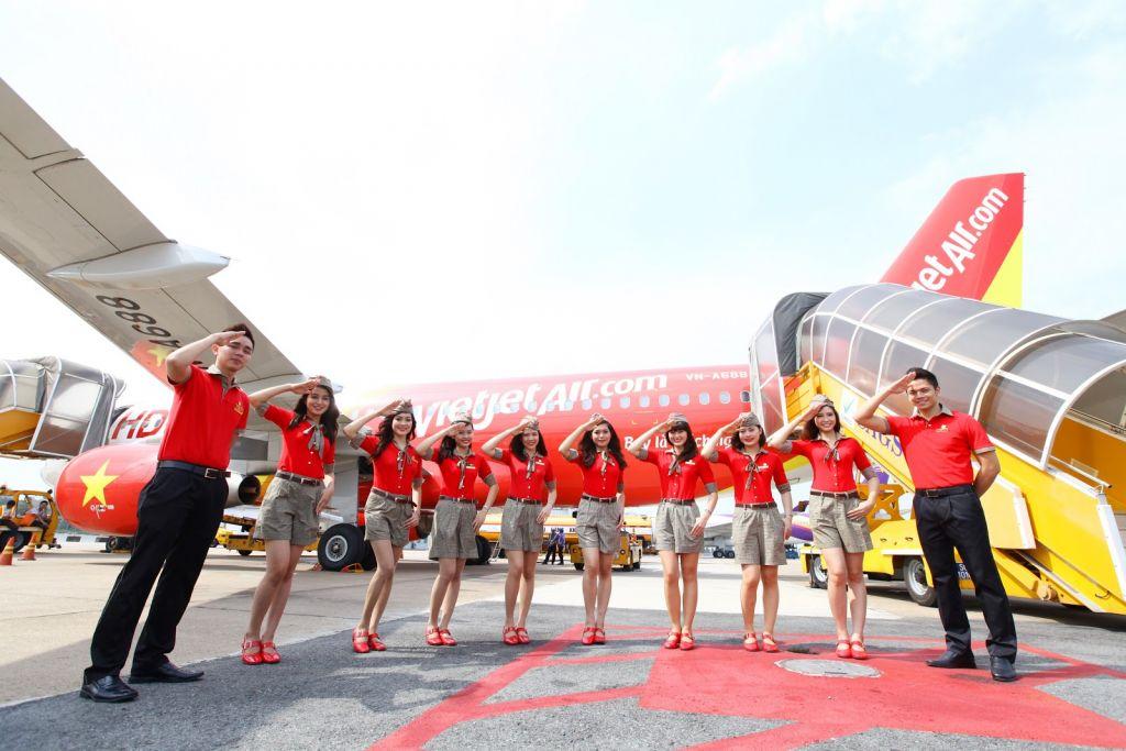 vé máy bay Huế Hà Nội